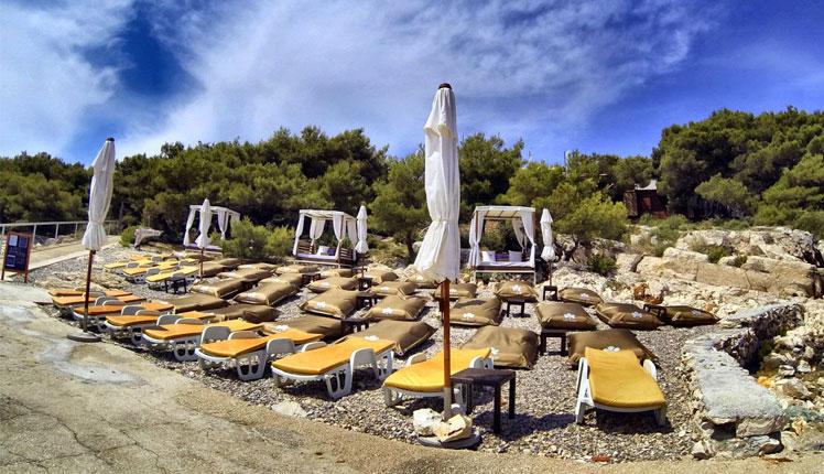 Hvar-Jerolim-Amo-Beach-Restaurant