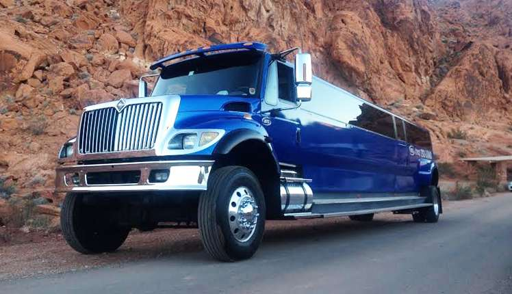 The Big Blue Limousine is the biggest street legal Limousine in world